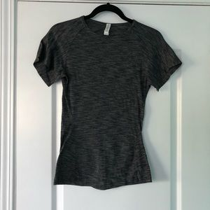 LULULEMON RARE GRAY BLACK HEATHER SHIRT SLIT CUFF
